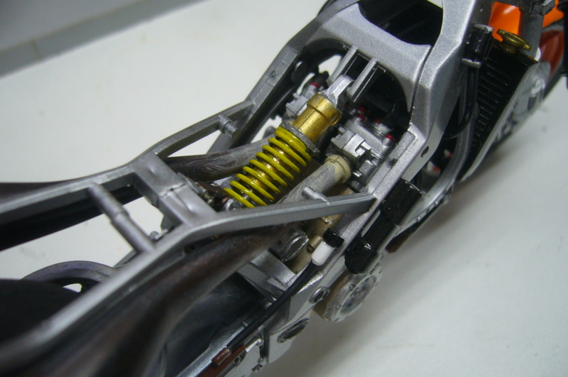 Yamaha YZR 500 cc  OWB70. Tamiya 1/12° - Page 2 P1220275