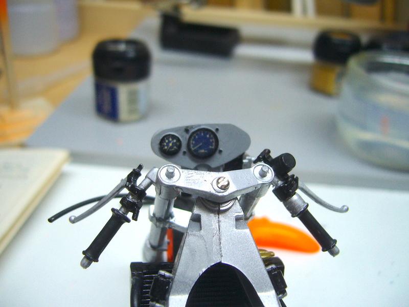 Yamaha YZR 500 cc  OWB70. Tamiya 1/12° - Page 2 P1230110