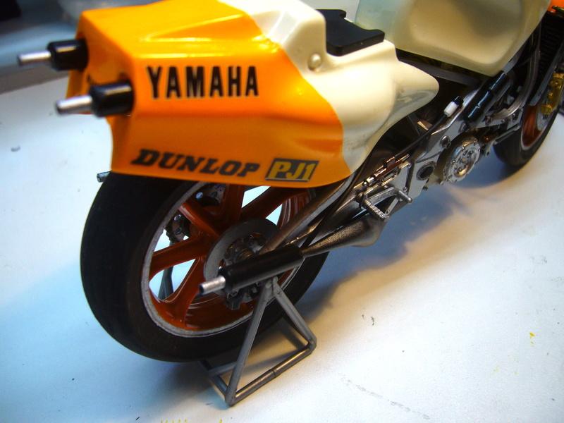 Yamaha YZR 500 cc  OWB70. Tamiya 1/12° - Page 2 P1230121
