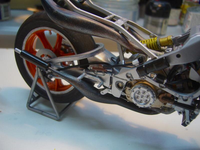Yamaha YZR 500 cc  OWB70. Tamiya 1/12° - Page 2 P1230122