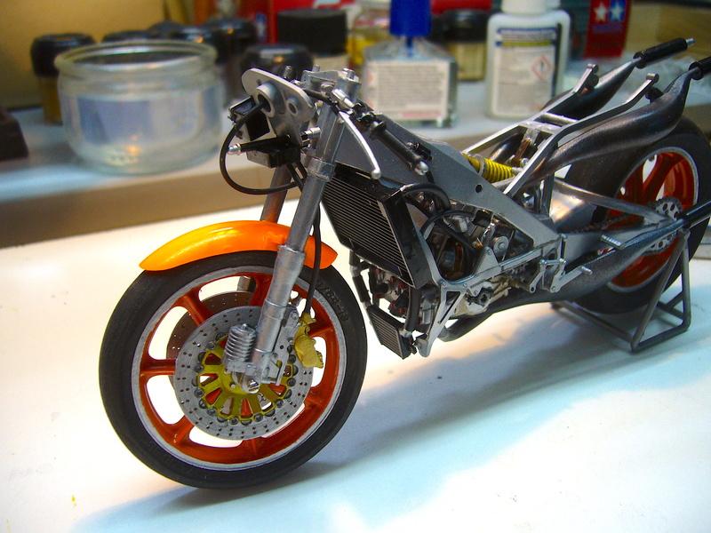 Yamaha YZR 500 cc  OWB70. Tamiya 1/12° - Page 2 P1230123