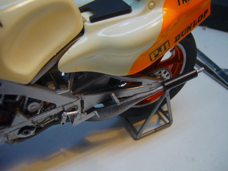 Yamaha YZR 500 cc  OWB70. Tamiya 1/12° - Page 2 P1230124