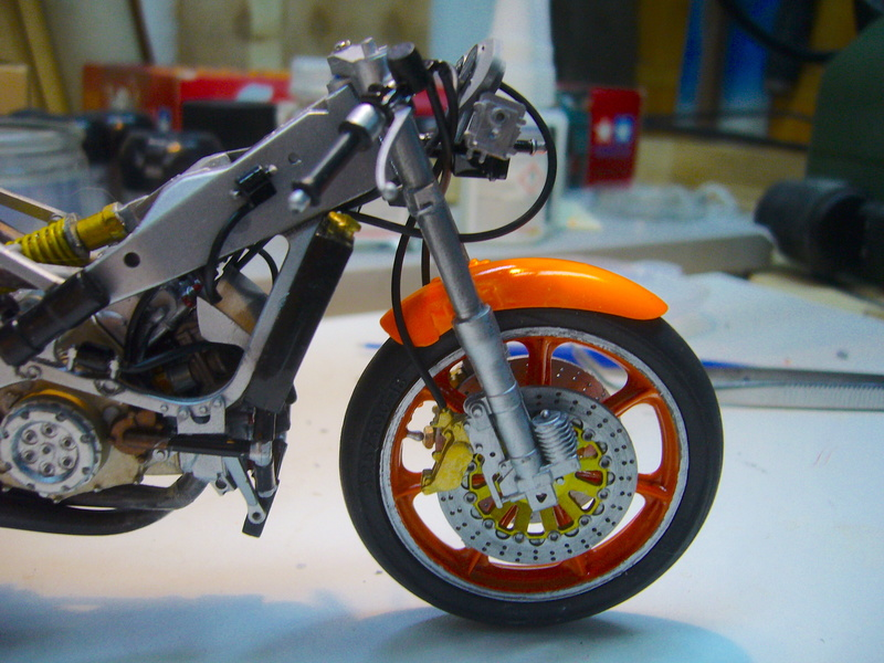 Yamaha YZR 500 cc  OWB70. Tamiya 1/12° - Page 2 P1230126