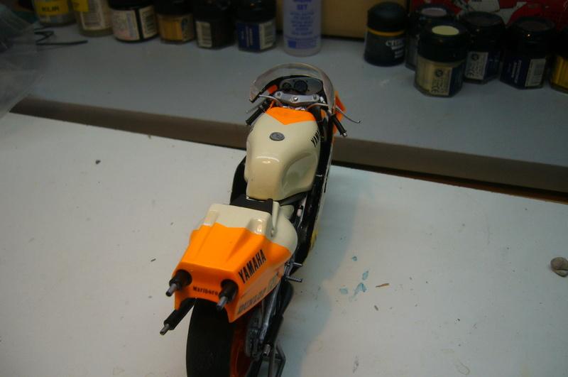 Yamaha YZR 500 cc  OWB70. Tamiya 1/12° - Page 2 P1230232