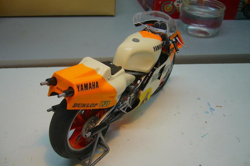 Yamaha YZR 500 cc  OWB70. Tamiya 1/12° - Page 2 P1230236