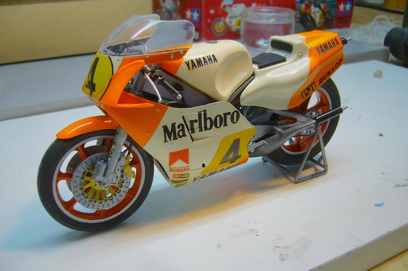 Yamaha YZR 500 cc  OWB70. Tamiya 1/12° - Page 2 P1230237