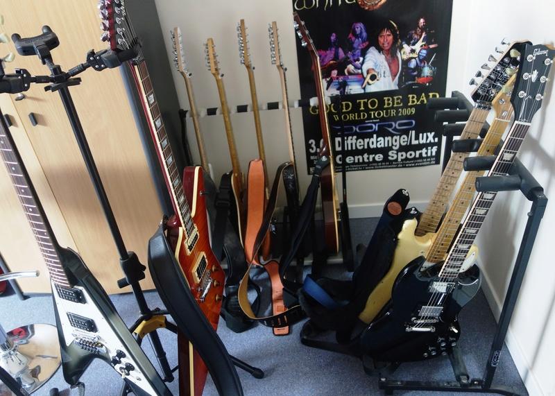 """Votre """"coin"""" guitare! Postez vos photos! - Page 2 Guitar10"""