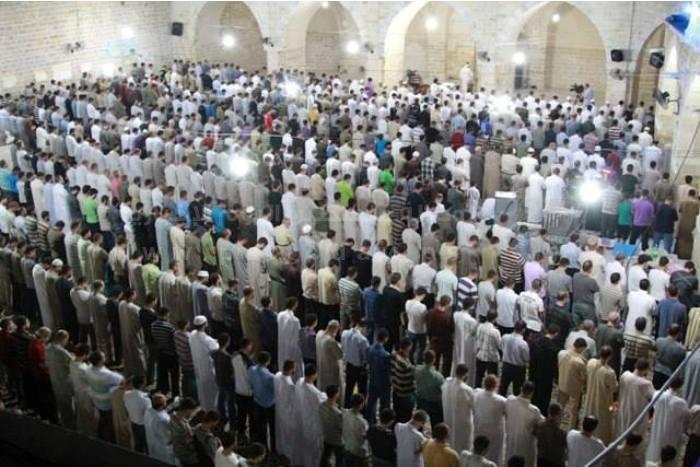 صلاة التراويح في شهر رمضان. 43e48010