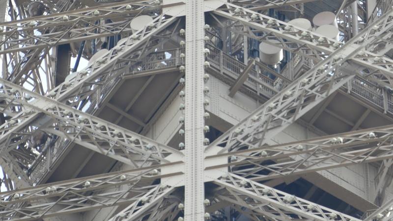 Projet de réalisation de l'étage intermédiaire entre 2ème et 3ème étage de la Tour Eiffel P1010010