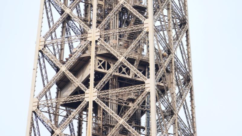 Projet de réalisation de l'étage intermédiaire entre 2ème et 3ème étage de la Tour Eiffel P1040110