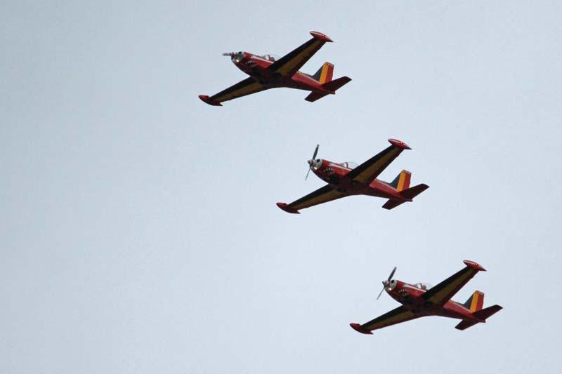 Défilé aérien : inauguration nouvel OTAN Red_de11