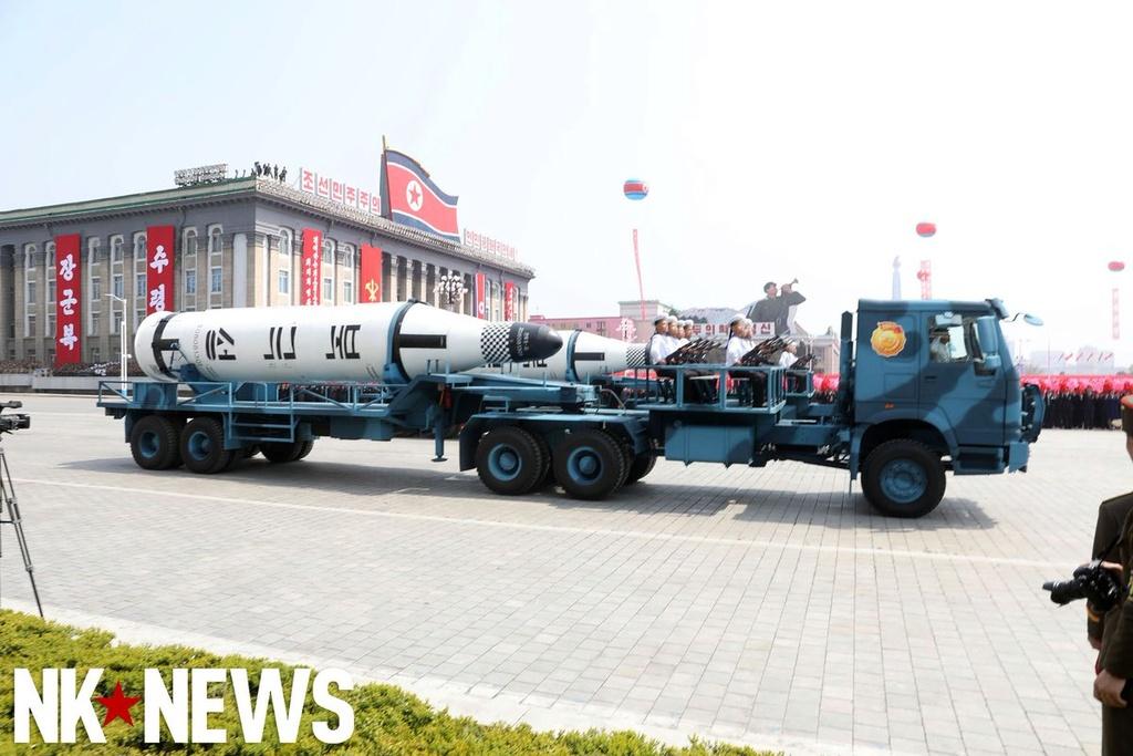 Corée du Nord : sous-marin lance-missile balistique - Page 2 15-48610