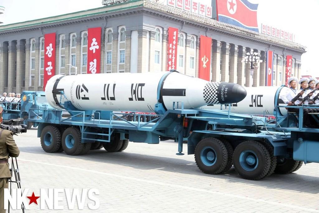 Corée du Nord : sous-marin lance-missile balistique - Page 2 15-48611