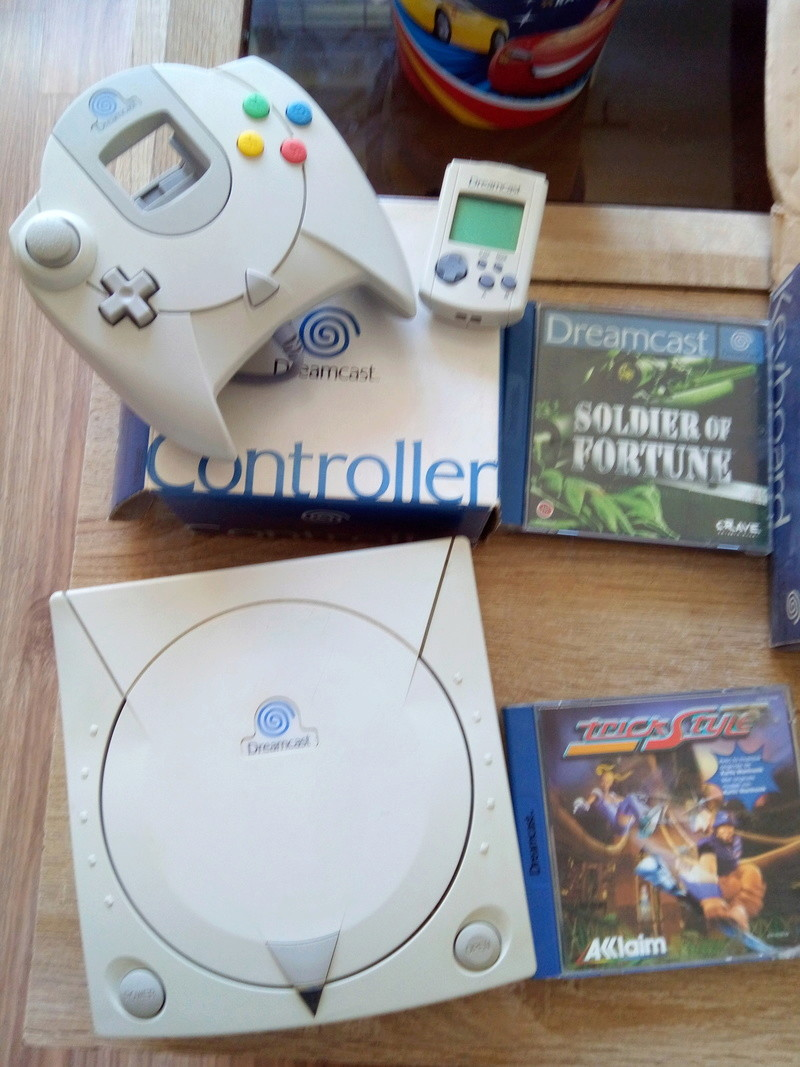 [vends] lot dreamcast PAL 1 , 2 manettes + jeux + vm+ demo  Img_2020