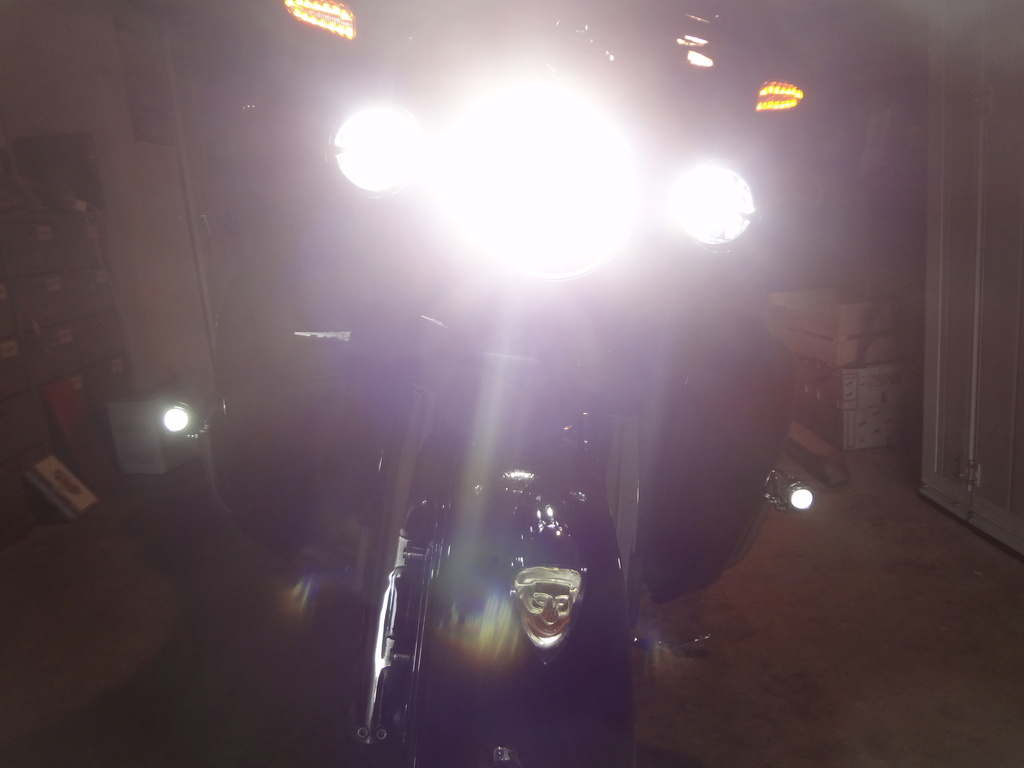 Ajouter des phares à LED sur les pare-cylindres ? Dsc08110