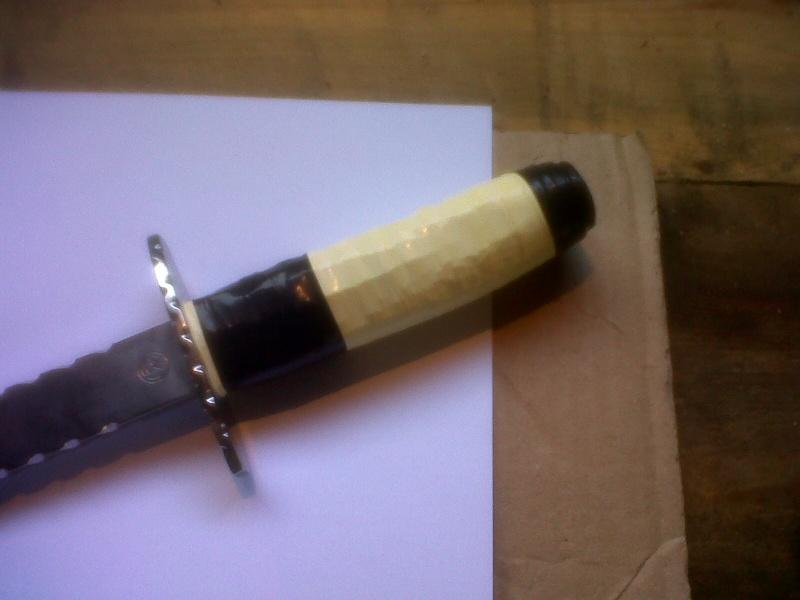 Bricolage d'un étui pour couteau. - Page 3 La_roc34
