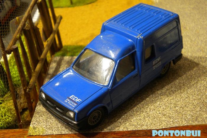 * 01 - Renault ( Les modernes post-1990 )  Dscn6102