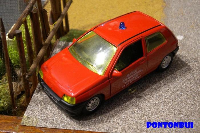* 01 - Renault ( Les modernes post-1990 )  Dscn6525
