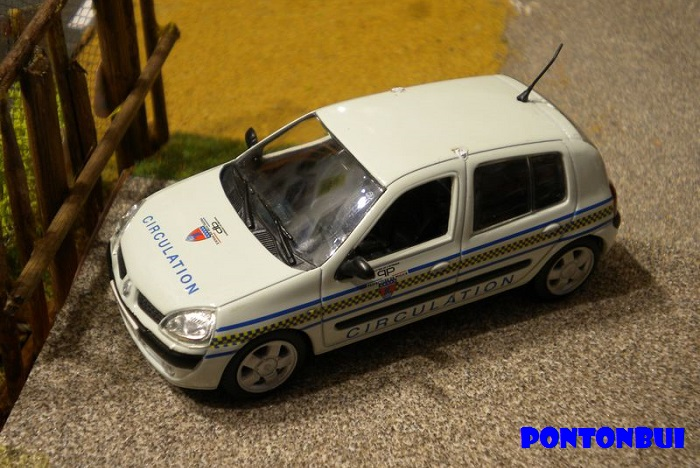 * 01 - Renault ( Les modernes post-1990 )  Dscn6530