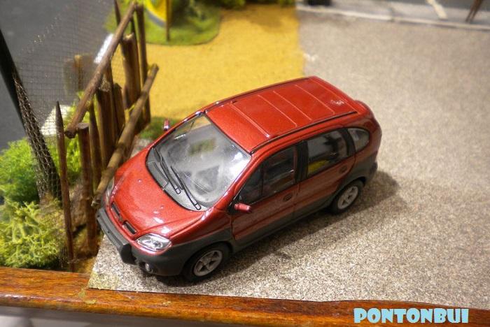 * 01 - Renault ( Les modernes post-1990 )  Dscn6549