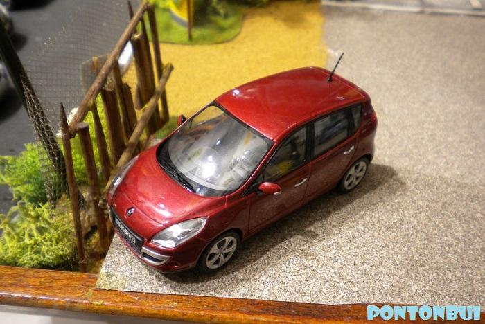 * 01 - Renault ( Les modernes post-1990 )  Dscn6551