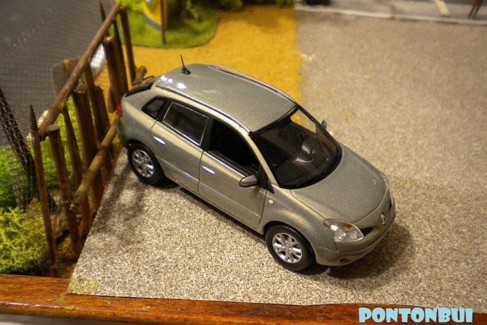 * 01 - Renault ( Les modernes post-1990 )  Dscn6555