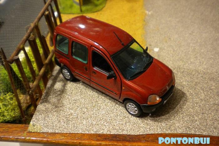 * 01 - Renault ( Les modernes post-1990 )  Dscn6556