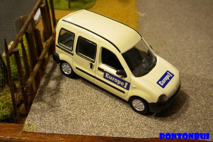 * 01 - Renault ( Les modernes post-1990 )  Dscn6558