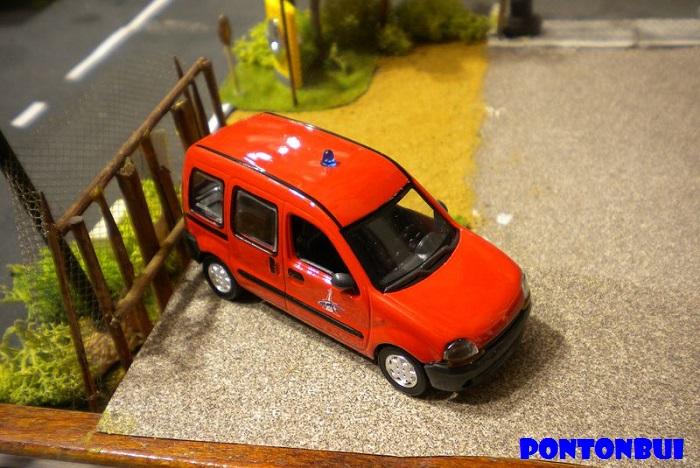 * 01 - Renault ( Les modernes post-1990 )  Dscn6559