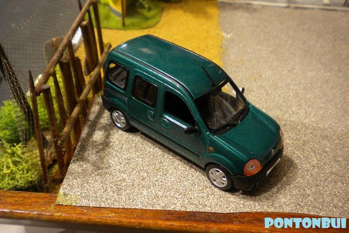 * 01 - Renault ( Les modernes post-1990 )  Dscn6561