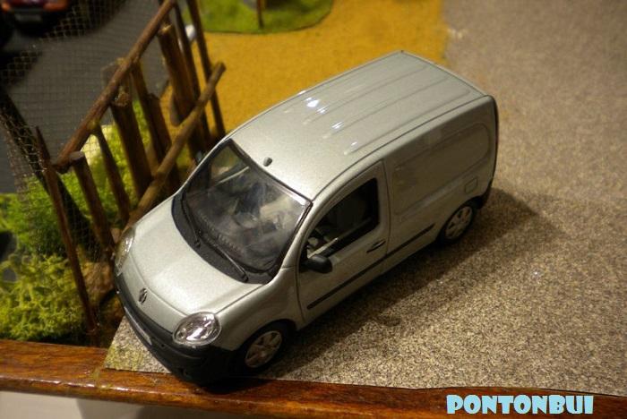 * 01 - Renault ( Les modernes post-1990 )  Dscn6564