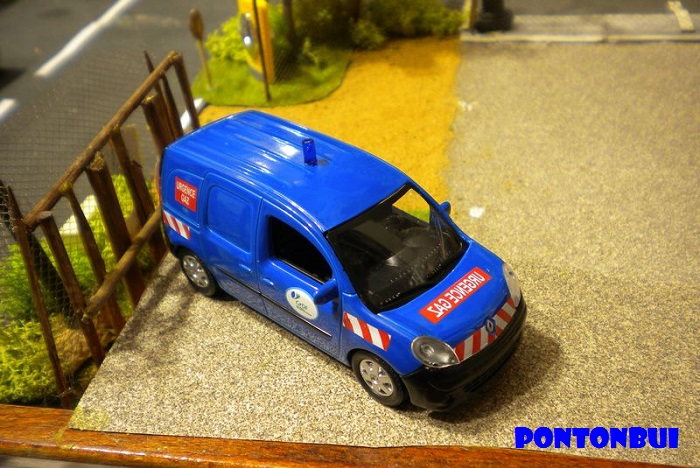 * 01 - Renault ( Les modernes post-1990 )  Dscn6567