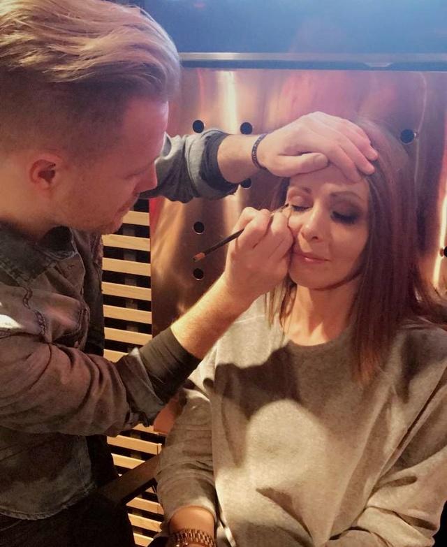 Nicky ¿Artista del maquillaje? 004610