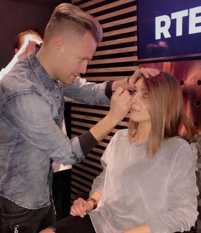 Nicky ¿Artista del maquillaje? 004811