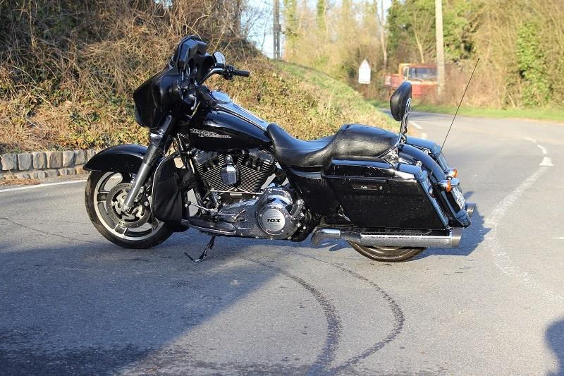 combien de STREET GLIDE  sur le forum Passion-Harley - Page 4 009_8010
