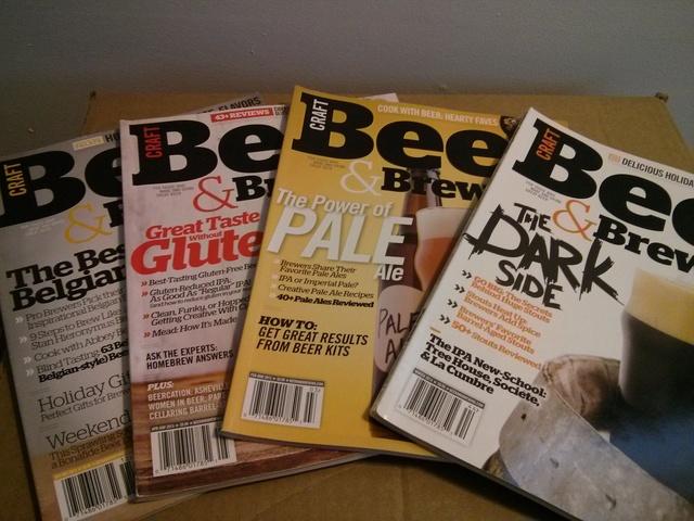 53 revues de bières à vendre pour 25$ (valeur d'environ 200$ US). Reviens à 0,50$/revue. Bonus inclus !!! Img_2010