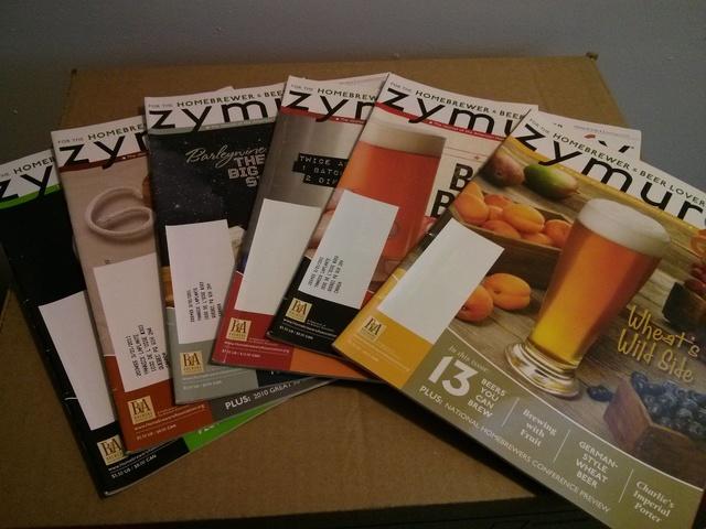 53 revues de bières à vendre pour 25$ (valeur d'environ 200$ US). Reviens à 0,50$/revue. Bonus inclus !!! Img_2011