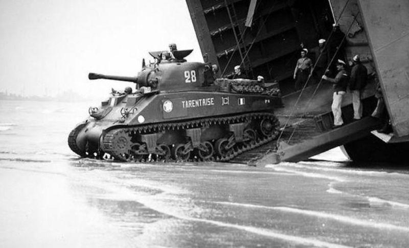 """Sherman M4A2 """" tarentaise """" et AMM 8 """" Massy """" ( la deco ). 70172110"""