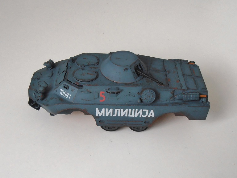 BRDM 2 serbe police militaire ( verlinden au 1/35eme ) P2200816