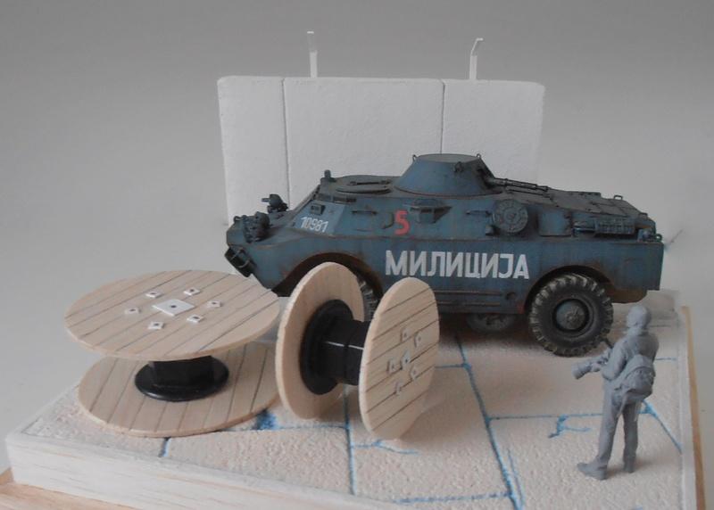 BRDM 2 serbe police militaire ( verlinden au 1/35eme ) P3051038