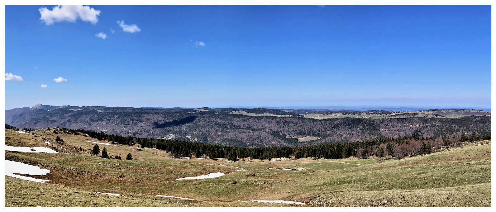 Une partie de la chaîne des Monts Jura Panoof10