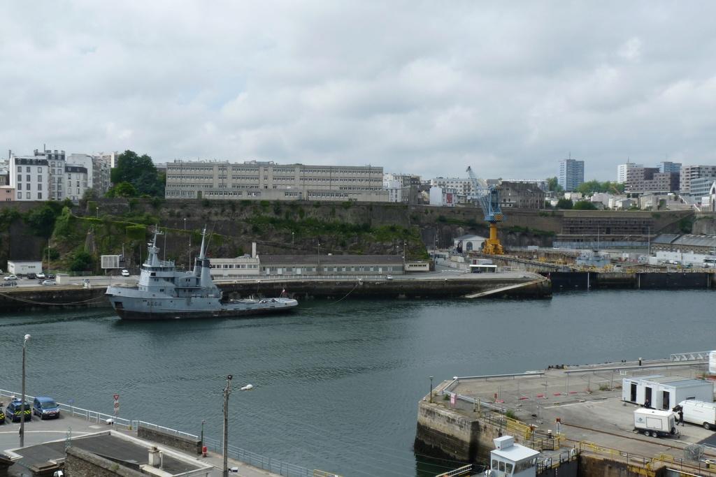 [Vie des ports] BREST Ports et rade - Volume 001 - Page 21 P1050311