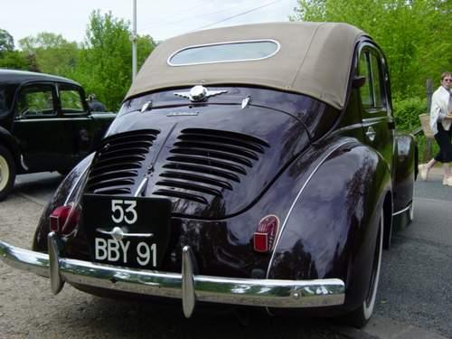 Renault 4CV découvrable 1952 Dsc00610