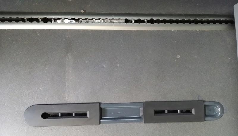 [VENDU] RAIL/SUPPORT de siège individuel arrière (pour passer en 5 places) 411