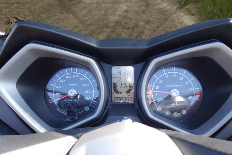 X-Max 400 ABS Matt grey Dsc01010