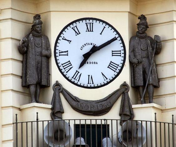Reçu un beau diapo....Les horloges et pendules des rues..... - Page 44 10ba2410