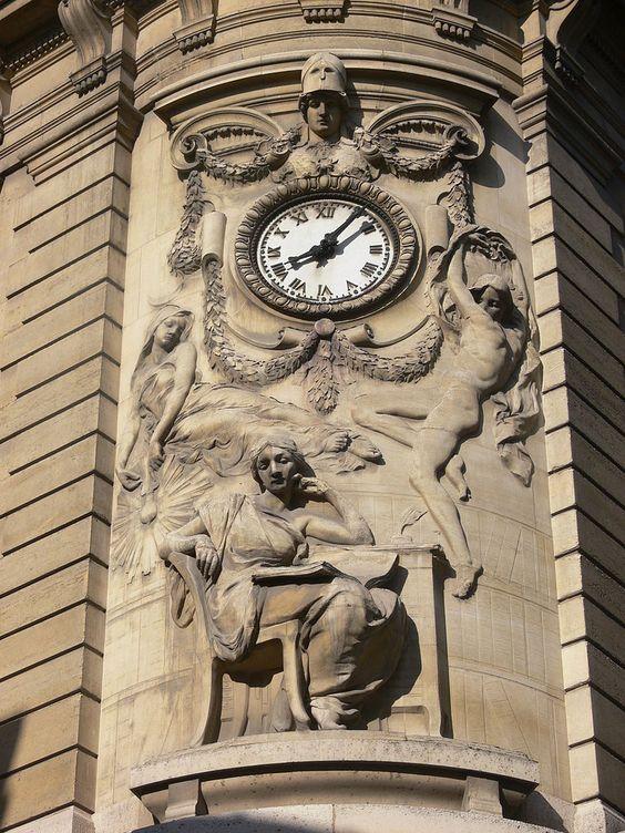 Reçu un beau diapo....Les horloges et pendules des rues..... - Page 44 75d8aa10