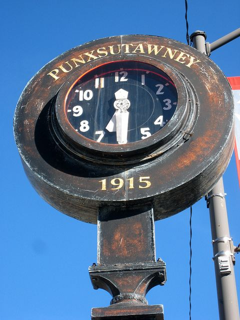 Reçu un beau diapo....Les horloges et pendules des rues..... - Page 44 Ece4e110