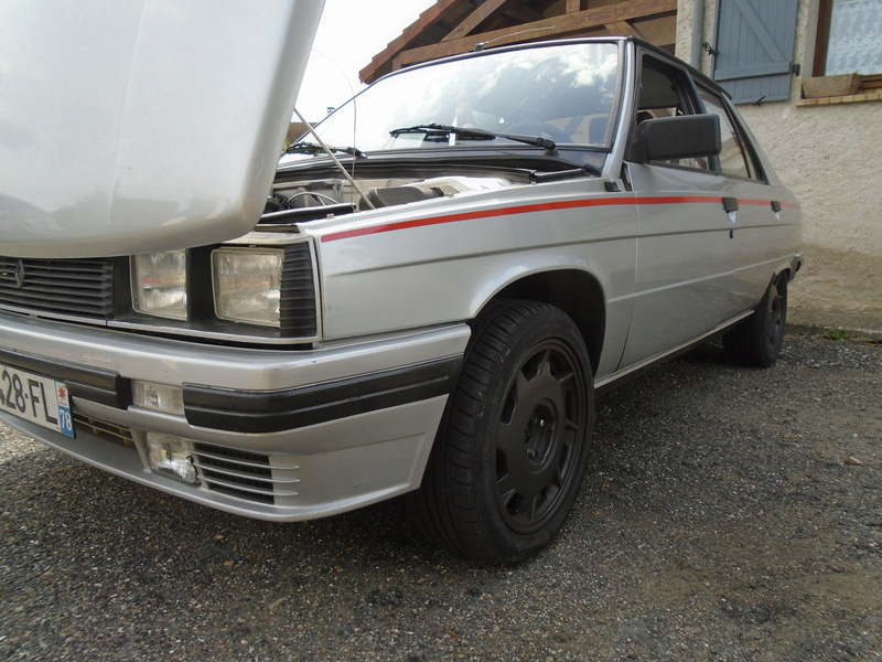 R9 Turbo 1986 de Guigui69.69 - Page 37 Dsc04711