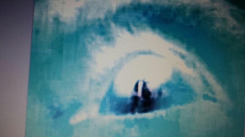 SONDAGE : Silhouette de la V. Marie apparaît dans les yeux de Marcos. La voyez-vous? Y croyez-vous ? Photo_14